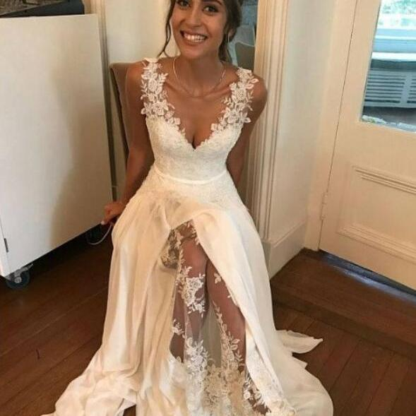 Hot Selling White V Neck Prom Dress Wedding Dress Bridal Gowns with Lace Appliques